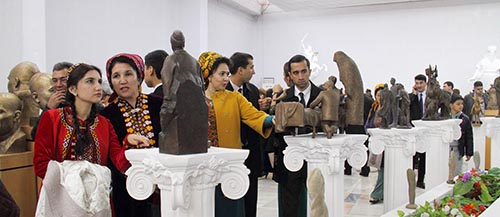 Works by people's artist of Turkmenistan presented at exhibition in Ashgabat